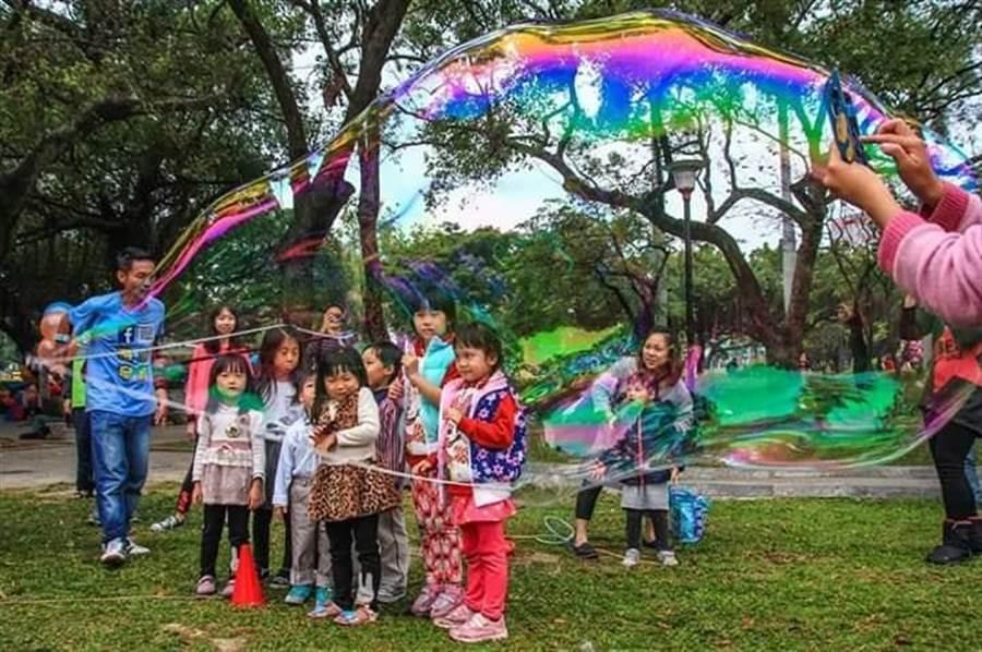 14日泡泡達人許日榮也將在現場與小朋友一同歡樂。(翻攝20夢想起飛市集)