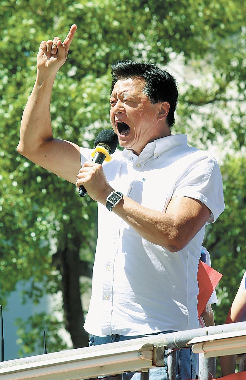 國民黨全國九三軍人節向軍人致敬活動中,前台北縣長周錫瑋向在場的支持者呼籲國民黨要團結,奪回2020執政權。(本報系資料照片)