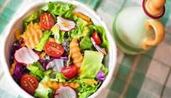 英研究:吃全素恐缺「此營養素」增加失智風險