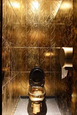黃金馬桶邱吉爾故居展出被偷