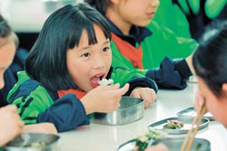 營養午餐 選溫潤食材