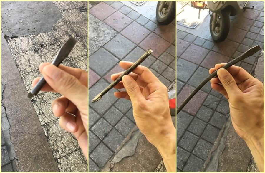從2台車輪胎拔出的鐵條,竟完美合體。(照片來源:PTT)