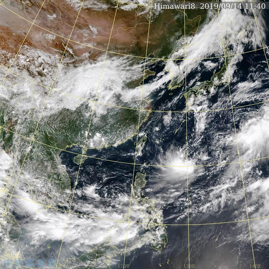 台灣東部海域有一片大低壓帶,下周會影響天氣。(氣象局提供)