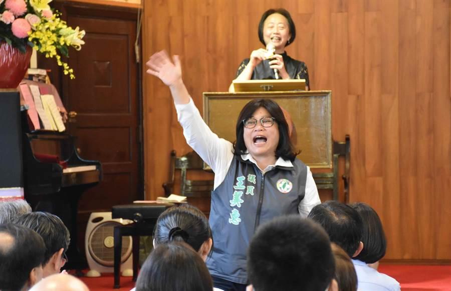 蔡英文稱民進黨嘉市立委參選人王美惠是強將,讓她對嘉市選情有信心。(呂妍庭攝)