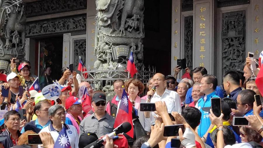 韓國瑜上台喊出,2020年請大家支持、投下神聖一票,一起「翻轉台灣命運、讓人民有錢」。(張妍溱攝)