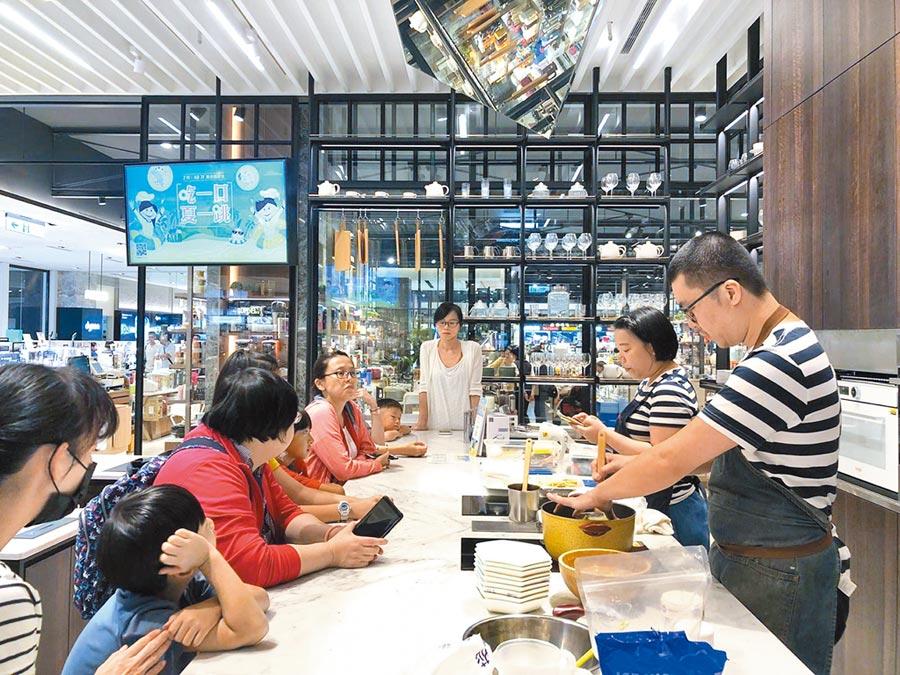 新光三越台北信義A8 7F舞食藝的主題料理課程,受大人、小孩歡迎。(新光三越台北信義A8提供)