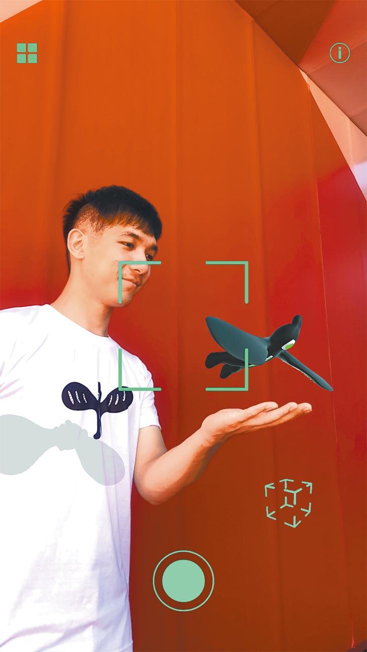 在新光三越台北信義A8 6F、7F掃QR Code,在4大空間開啟指定手機App,可透過虛擬實境與黑青設計的角色互動或拍照、錄影、打卡。(新光三越台北信義A8提供)