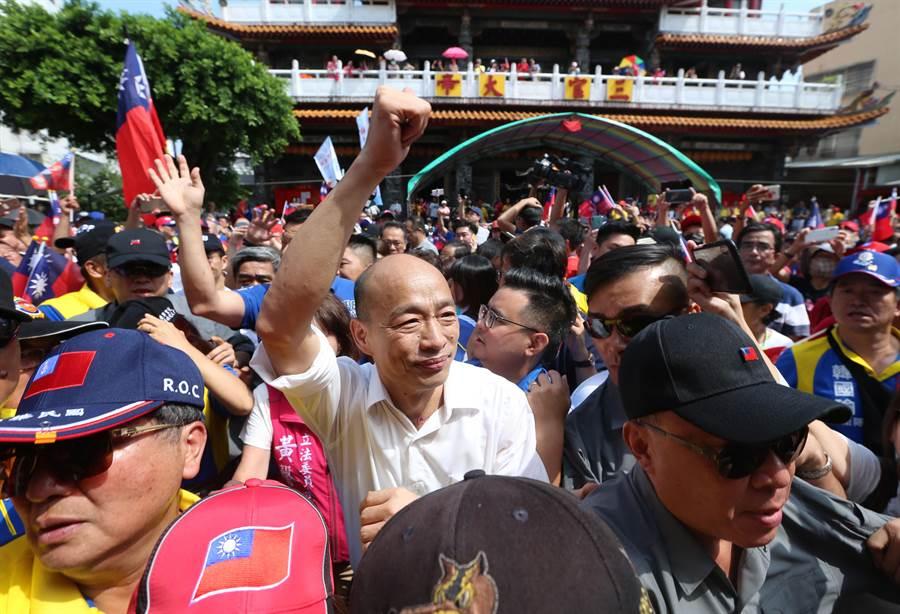 國民黨2020總統參選人韓國瑜,14日展開台中宮廟鐵人行程,所到之處,韓迷簇擁。(資料照,黃國峰攝)