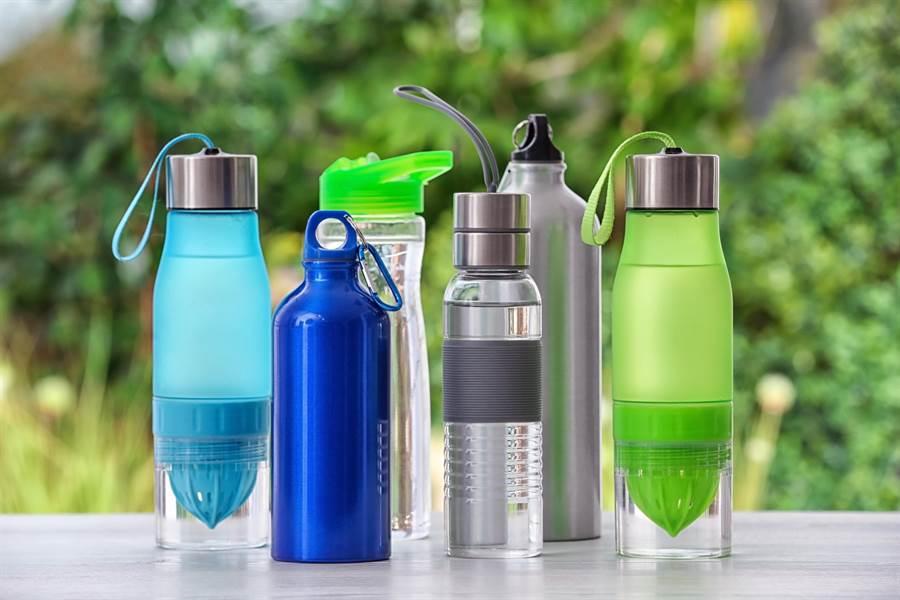 拿環保杯去手搖飲店裝,記得要洗乾淨,以免造成店員恐懼。(達志影像)