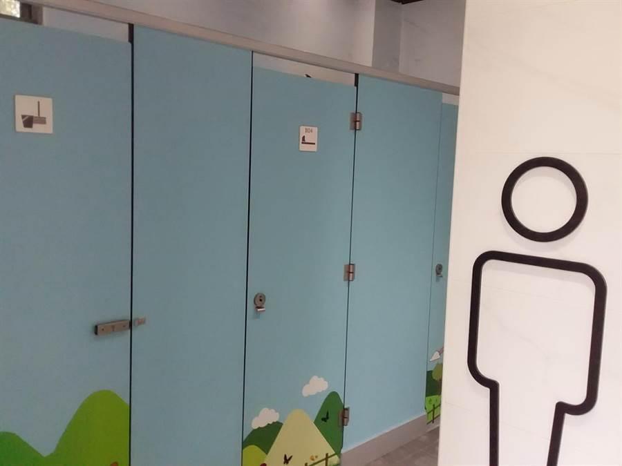 煥然一新好明亮!台中市大坑風景區公廁翻新啟用。(盧金足攝)