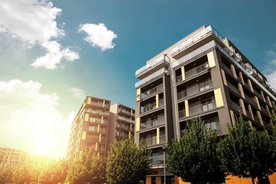 買屋挑選樓層有眉角,中高樓層是仲介眼中的黃金樓層。(達志影像/shutterstock提供)