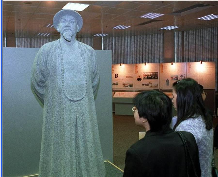在香港舉行的一場「林則徐與鴉片戰爭」展覽。(新華社資料照片)