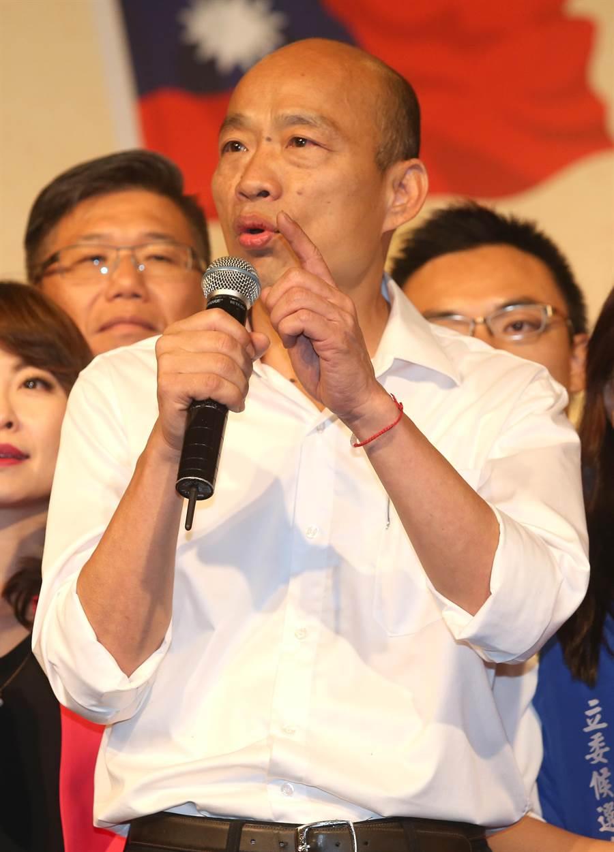 國民黨總統參選人韓國瑜(中)15日出席大陸台商秋節聯誼會,致詞表示三百五十九行在台灣都在擔心,只有一行在吃香喝辣,就是民進黨這些狼豺虎豹。(陳君瑋攝)