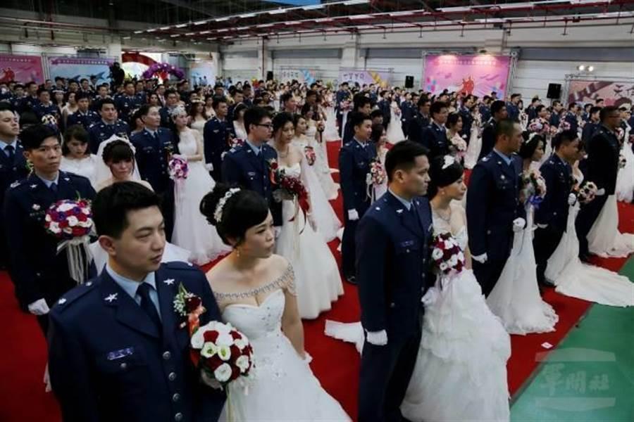 空軍105年集團結婚。軍聞主提供