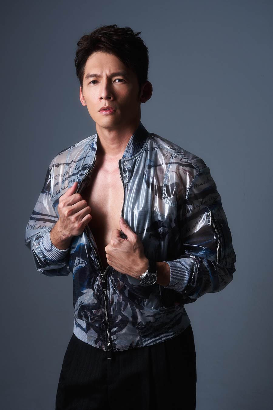 溫昇豪只要完成演藝作品或是遇到值得紀念的事,就會買只表犒賞自己,金鐘獎雙入圍的他最近已開始看表,愛彼表「CODE 11.59 」即是其一。 (JOJ PHOTO攝,服裝提供/Dior Homme)
