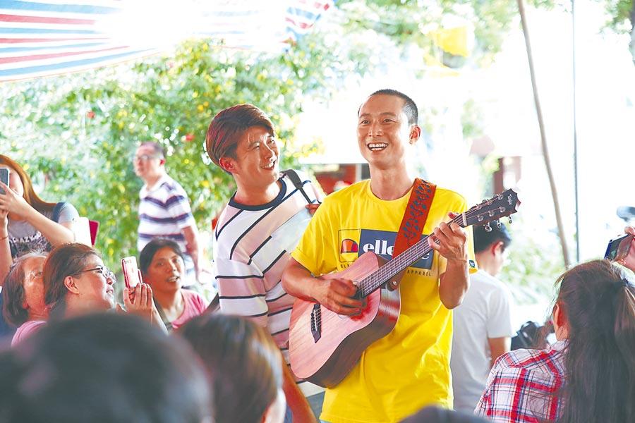 浩子(右)、顏永烈昨現身網路節目《鬧著玩》首映見面會。(鬧著玩製作團隊提供)