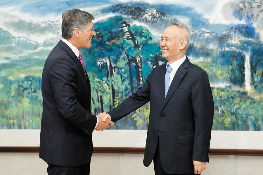 9月10日,中共中央政治局委員、國務院副總理劉鶴(右)在北京會見美國花旗集團首席執行官高沛德。(中新社)