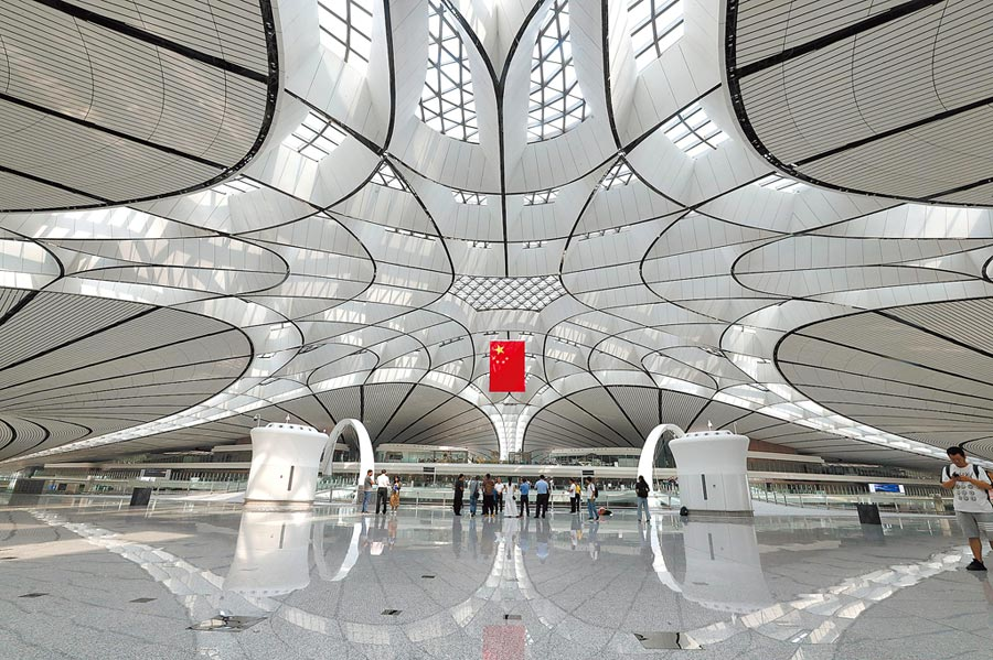 9月4日,北京大興國際機場港澳台和國際候機大廳。北京大興國際機場月底正式投運。(中新社)