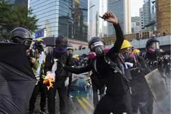 港警譴責激進示威者暴力 2警員受襲時拔槍示警