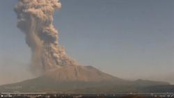 震撼畫面曝光!日本櫻島火山爆發 煙霧竄2800公尺高空