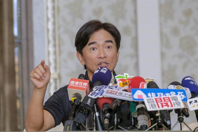 綜藝天王吳宗憲今日招開記者會針對自己公司產品遭到惡意客訴說明。(圖/記者盧禕祺攝)