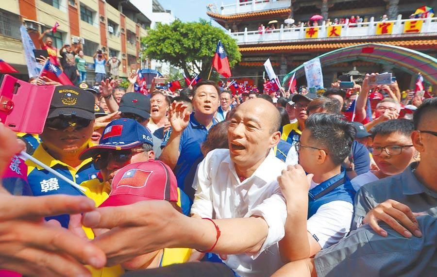 國民黨總統參選人韓國瑜14日展開鐵人行程,狂掃台中21座宮廟,韓粉擠爆。(資料照片,黃國峰攝)