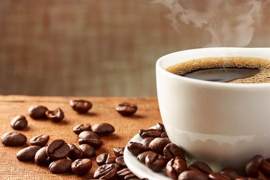 丹麥研究指出,每天6杯咖啡,能降低罹患膽結石疾病的風險23%。(達志影像)