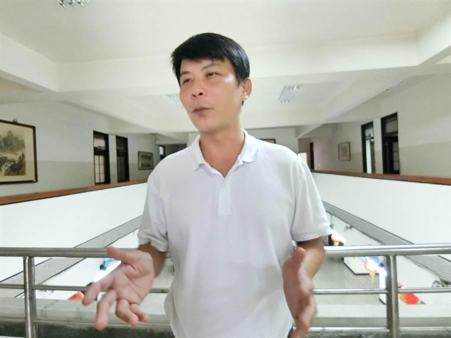 來自雲林的「最強菜農」的林佳新16日宣布投入台中市立委第一選區選舉。(盧金足攝)