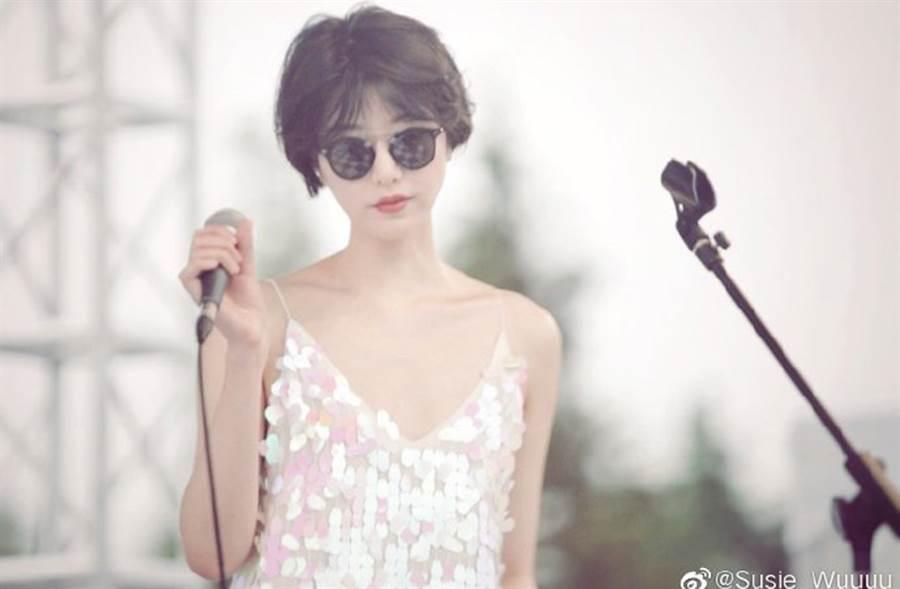 李亞鵬新歡個性與形象相當簡單俐落而空靈,跟前妻王菲簡直如出一轍。(翻攝自Susie_Wuuuu微博)