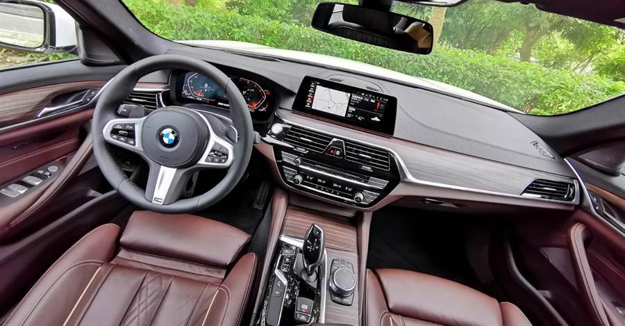 從BMW一貫哲學演化而來的豪華、舒適、科技中,洋溢著一份獨特、善解人意的車艙氣息