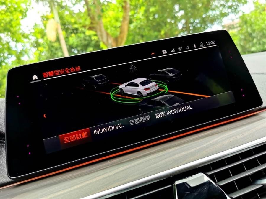 BMW人性化的智慧駕駛輔助套件,除了可偵測緊急狀況、發出預警提示即時主動介入車輛掌控,給予最完備、人性化的安全防護。
