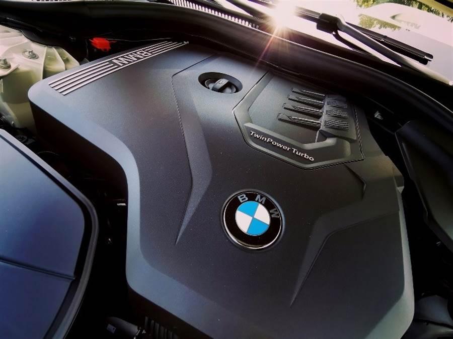 這具猶如大排氣量飽滿扭力的2.0升汽油引擎,擁有252匹最大馬力、35.7公斤米最大扭力,0-100km/h加速6.1秒即可完成。