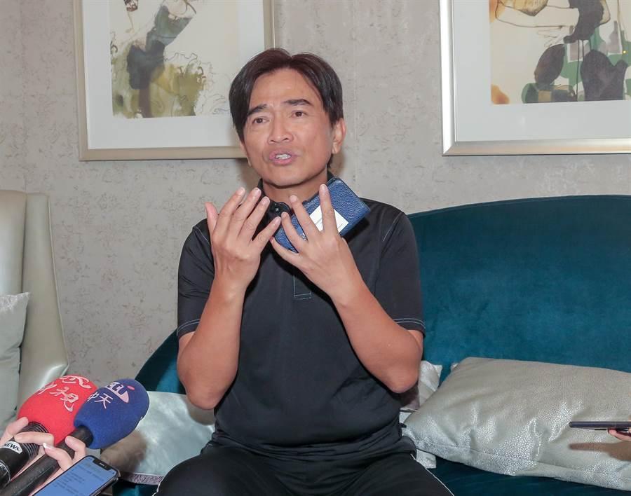 綜藝天王吳宗憲為海豚吸塵器消費糾紛澄清記者會。(盧禕祺攝)