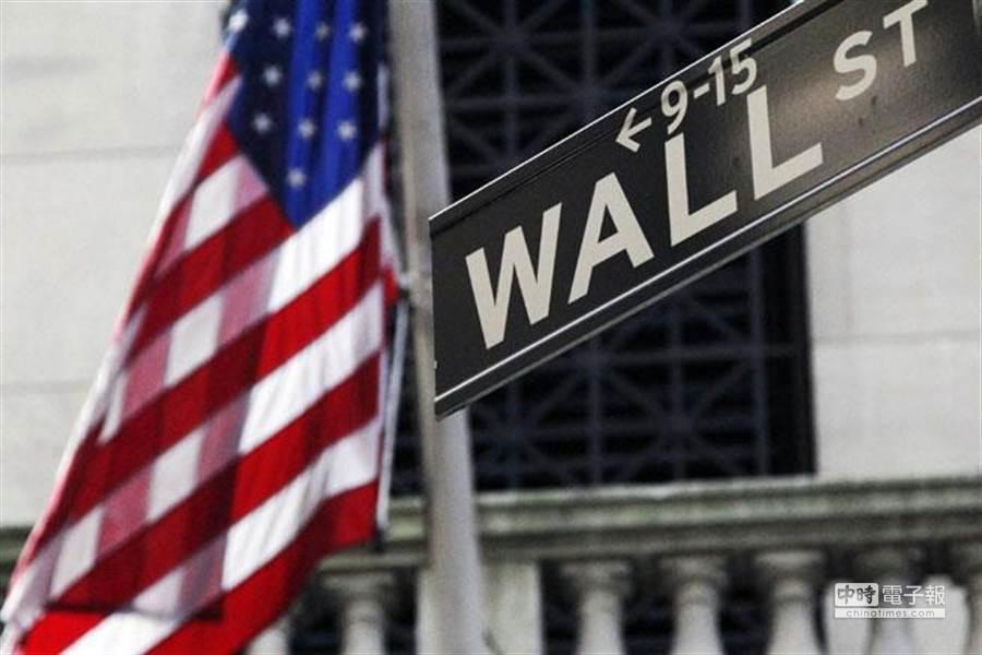 由於華爾街的金融資產規模已經是美國國內生產毛額(GDP) 5.6倍,美國聯準會(Fed)想持續透過貨幣寬鬆政策,來躲避經濟衰退以及貿易問題與製造業風險,但也造成債市泡沫。(圖/美聯社)