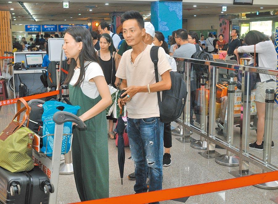 自由行是金門「小三通」陸客的主流,9月上旬往來人數狂掉74%。(本報系記者李金生攝)