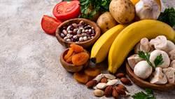 石頭愛妻吃水果送急診?營養師曝這成份惹禍