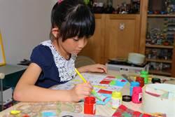 太田母斑女孩忍痛 学跳舞、学绘画还为海龟穿芭蕾舞鞋