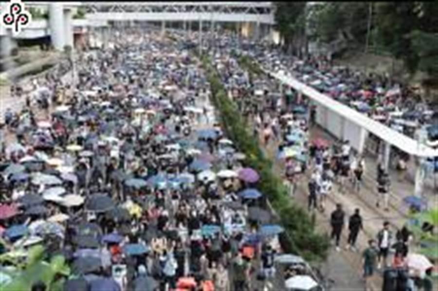 警方不批准香港大批民眾15日仍上街反送中。(中央社)