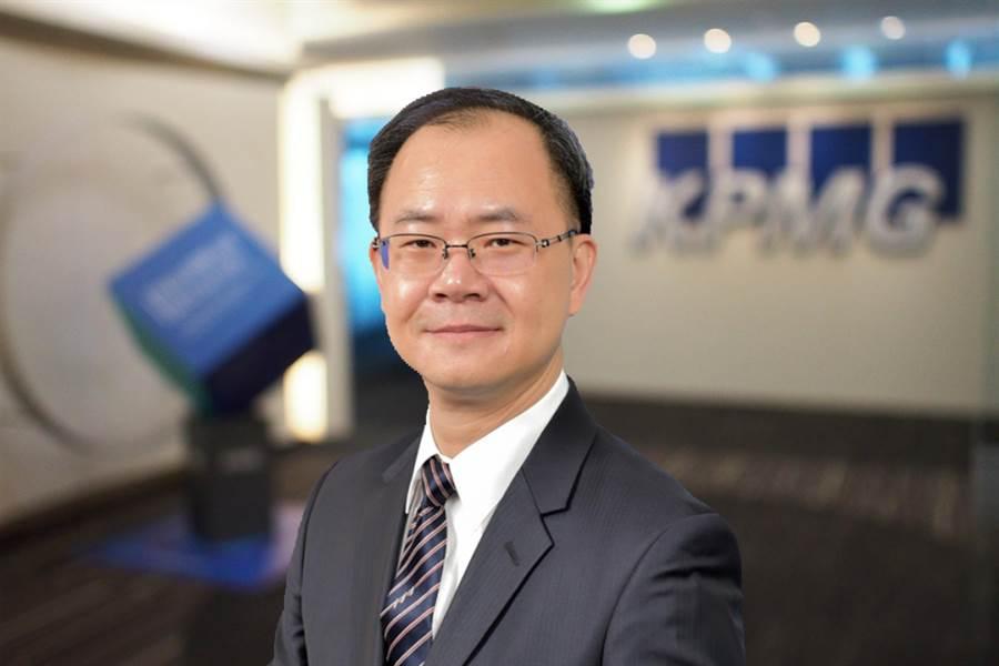 KPMG數位金融顧問服務部執行副總劉彥伯表示,金融業將在未來十年內面臨新衝擊。(KPMG提供)