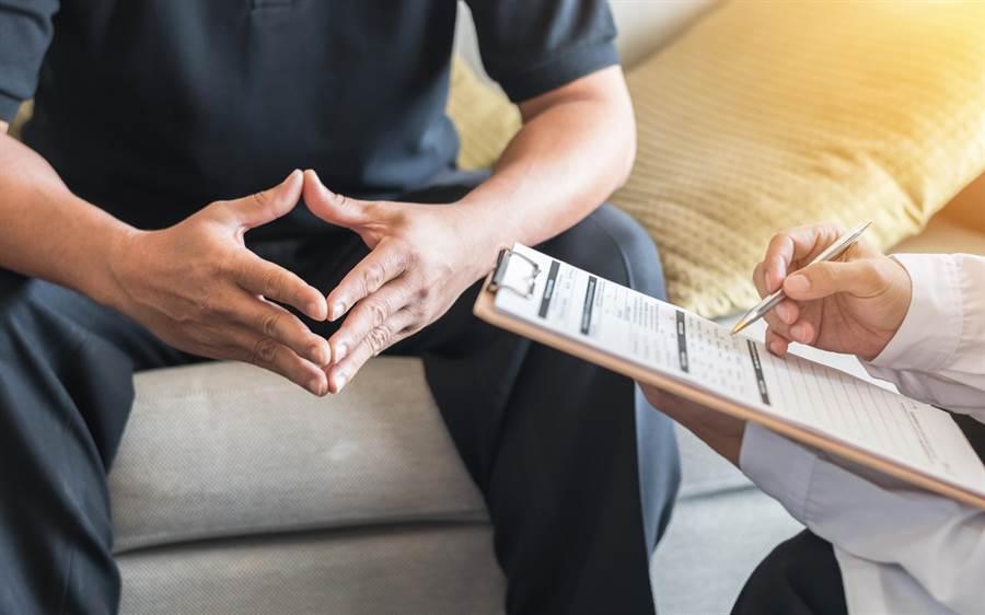 一名泌尿科醫生表示,遇過出家人沒什麼大問題卻時常要求內診,但十分能理解其心情。(達志影像)
