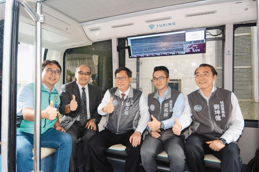 市府選定青埔地區作為自駕巴士示範運行地點,並設定短中長期計畫。(呂筱蟬攝)