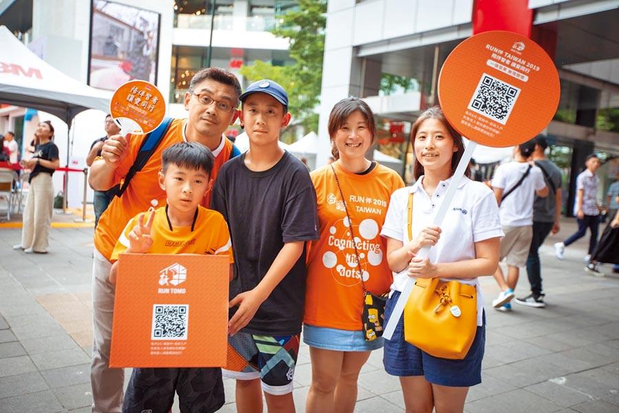 關心失智症「RUN 伴 Taiwan」台北接棒!長期關注失智議題並推動失智預防的安聯人壽與天主教失智老人基金會攜手合作,舉辦「RUN 伴 Taiwan 2019 」陪失智家人一起路跑活動。(安聯人壽提供)