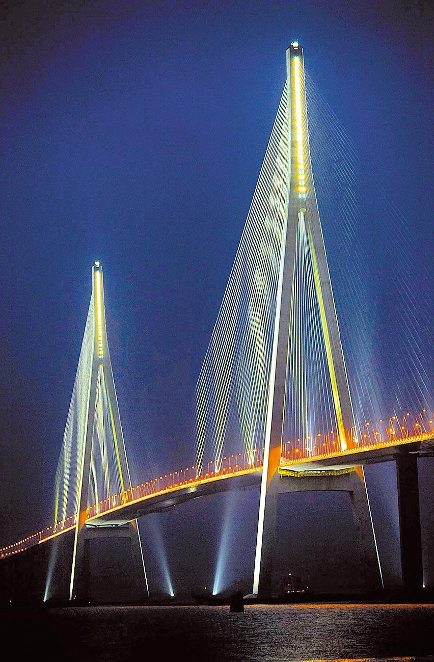蘇通大橋夜景。(新華社資料照片)