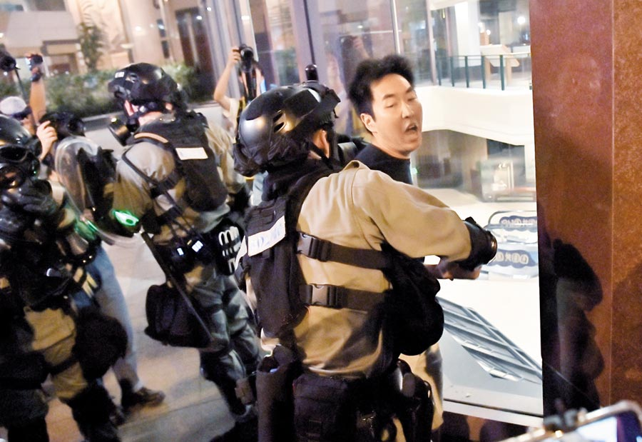 9月15日,有示威者集結於北角一帶,警方拘捕多人。(中新社)