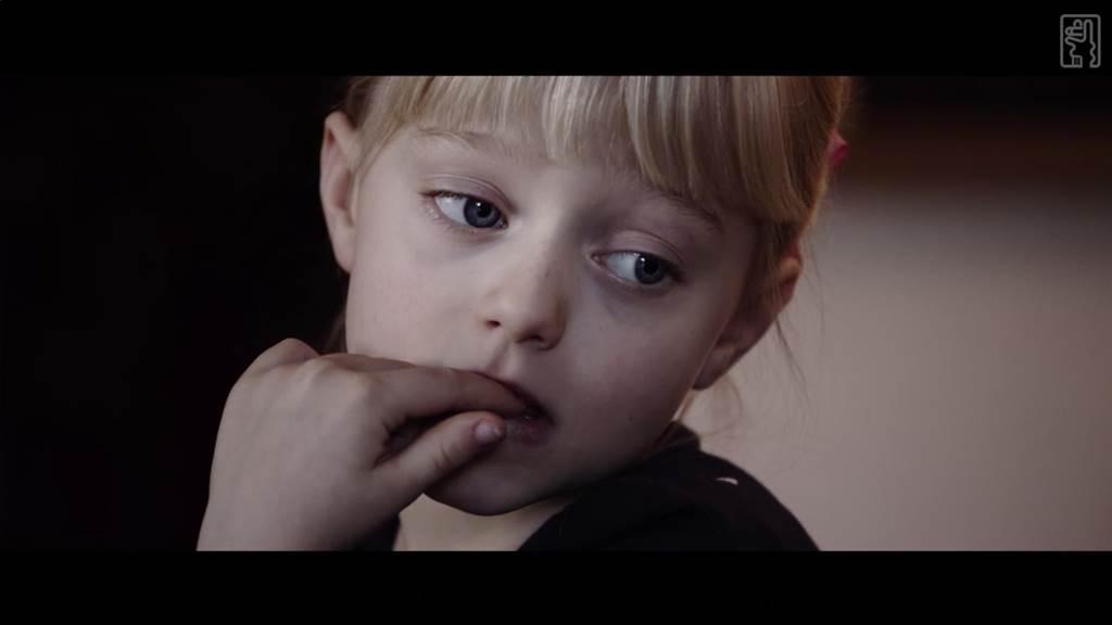 去年獲得奧斯卡獎的英國實境短片《沈默的孩子》,描述小女孩莉比天生聽不見聲音,跟世界格格不入。(台灣國際聾人電影節提供)