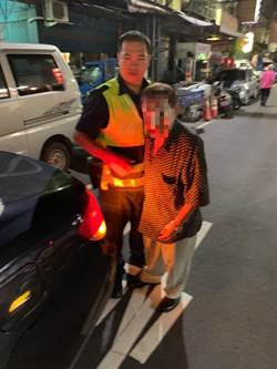 中秋夜三重警協助迷失老人返家 家屬鞠躬致謝