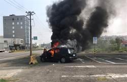 茄萣驚傳火燒車 警消破窗發現車上有...