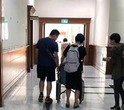 醫科女縱火燒死父親 母坐輪椅出庭求情