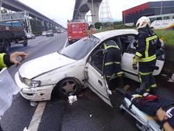 疑未保安全車距換道 國道2車擦撞2傷