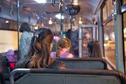 公車門沒關女一跳慘死 乘客看傻